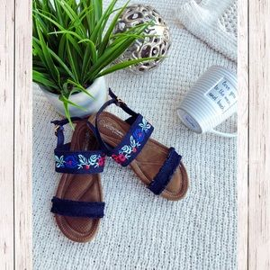 Shoes - Summer time sandals ✨